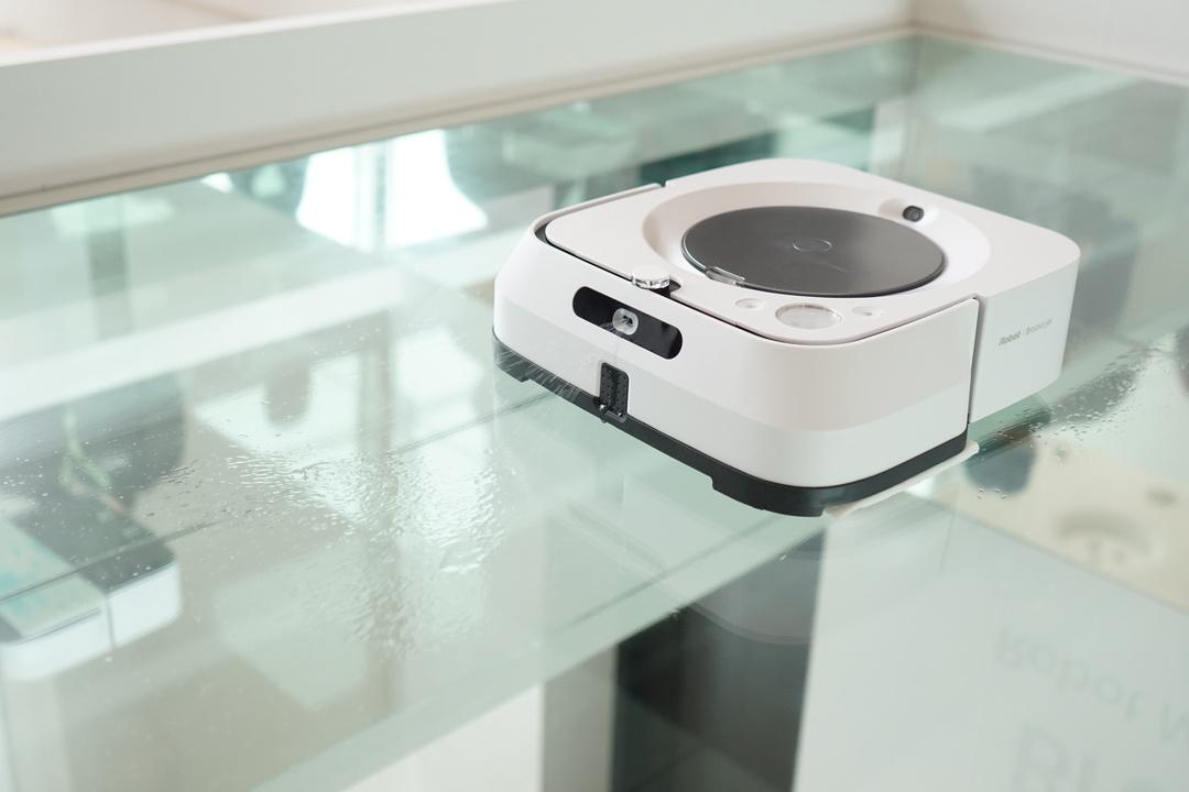拭き掃除ロボット「ブラーバジェットm6」登場。ルンバとタッグでお掃除が無双状態へ