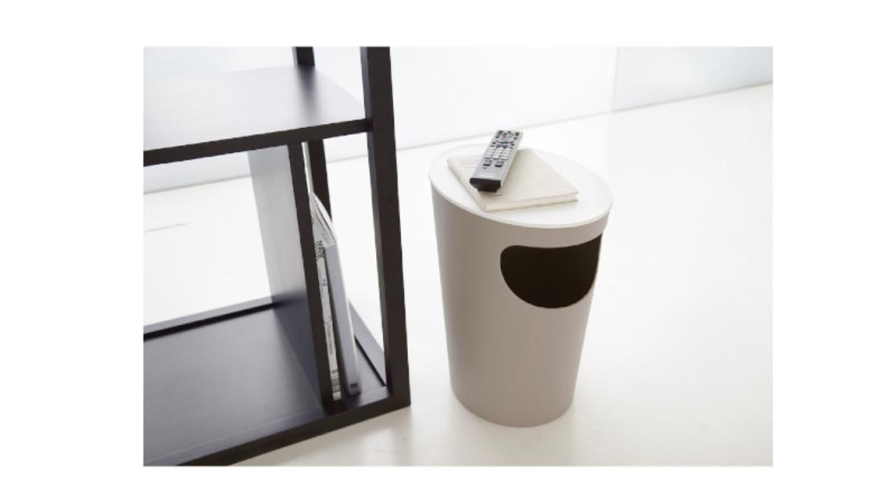 サイドテーブルには、これ。ゴミ箱と一体化してるから省スペースに使えるよ〜