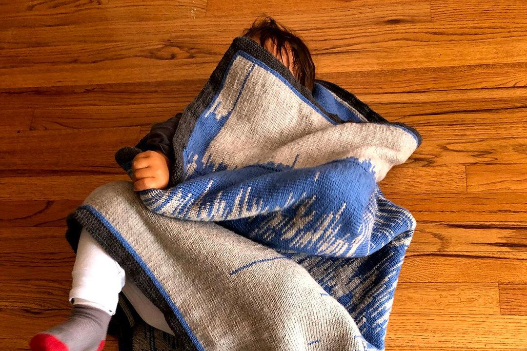 ギークの愛情表現。赤ちゃんの睡眠パターンをブランケットにしたパパ