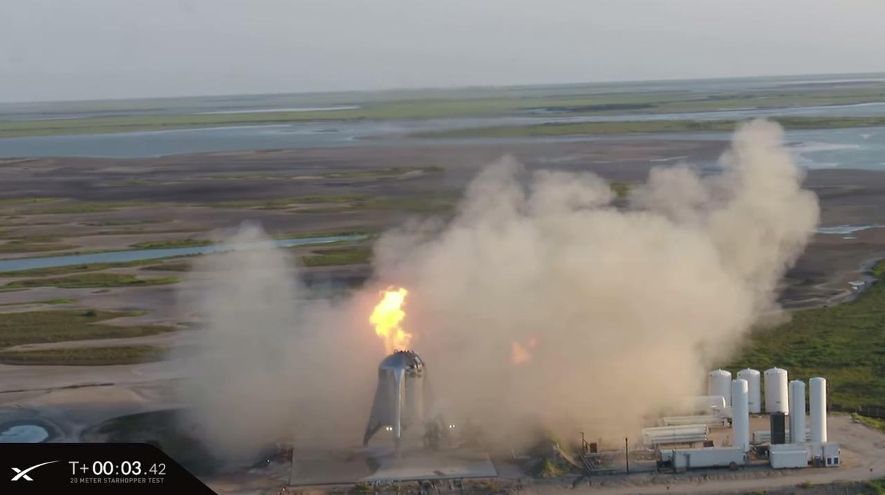 なぜか頭からファイヤー。SpaceXの次世代ロケット試作機「Starhopper」の飛行テストが中止に