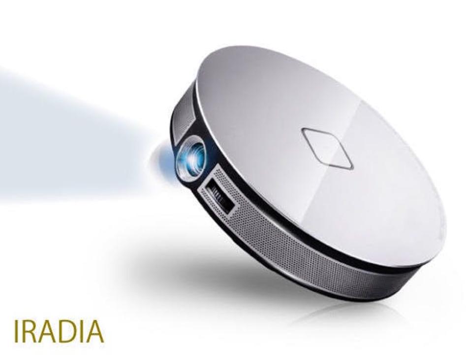 お気に入りの動画を大画面で! コンパクトでどこでも使えるスマートプロジェクター「IRADIA」が登場