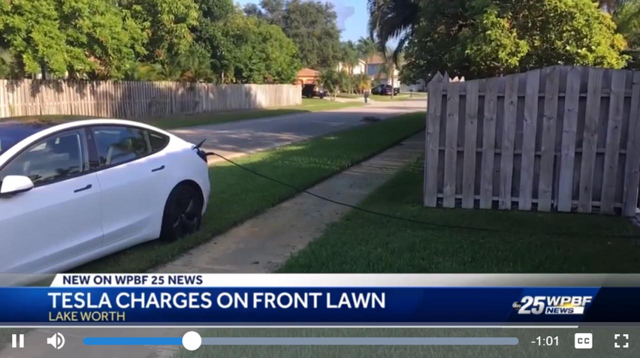 Teslaオーナー、人ん家に横づけして堂々12時間充電
