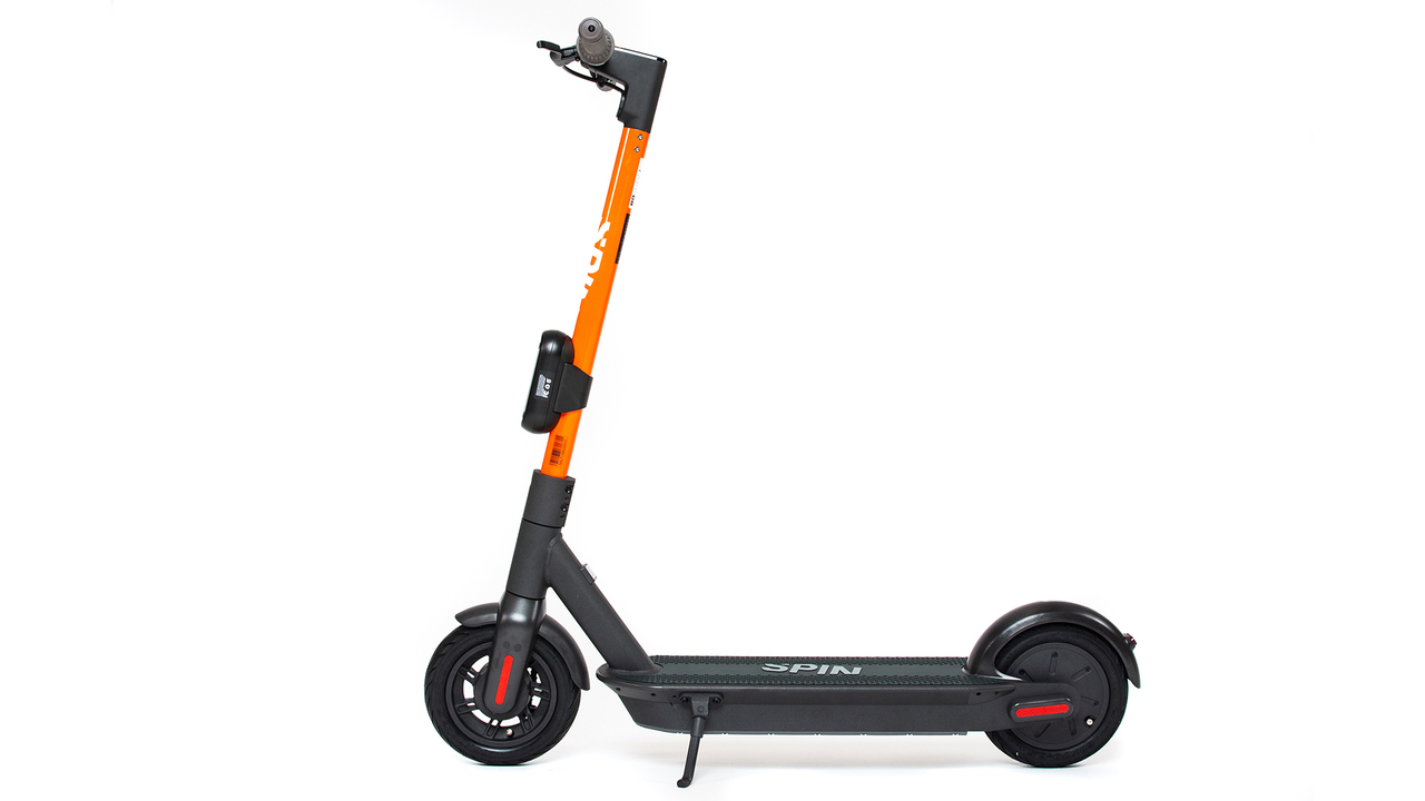 どうせなら大きいほうがいい。大型タイヤの新型Eスクーター、自動車のフォード子会社が発表