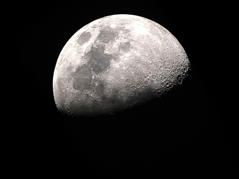 こんにちは、8月。今月は「ブラックムーン」の月、でもブラックムーンてなんぞ?