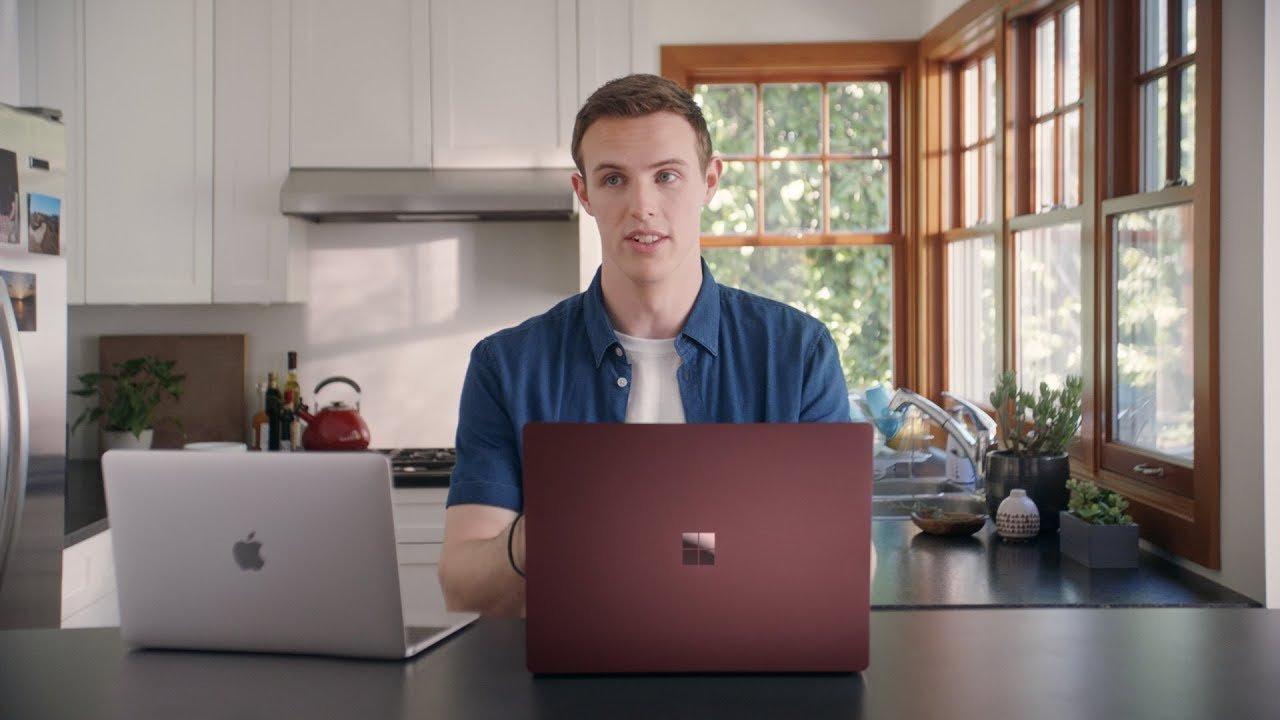 Mac Bookさん(本名)が、MacBookをディスる。Microsoftが親父ギャグな新CMを公開