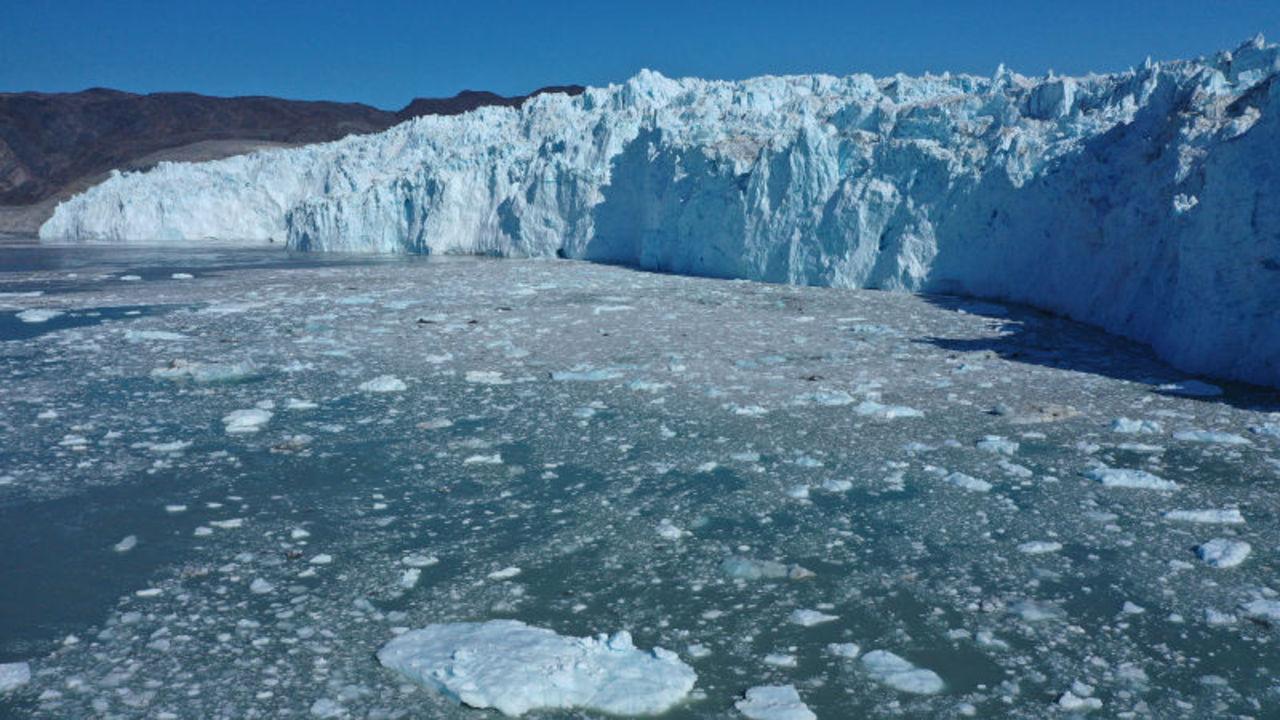 悪しき新記録。グリーンランドでは、たった1日で125億トンもの氷がとけていた