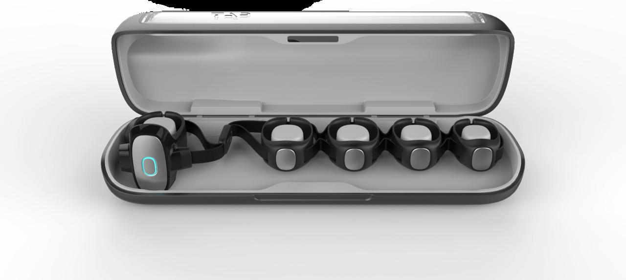 どこでも指の動きだけで文字をタイプできる、指輪型ウェアラブルキーボード「TAP」