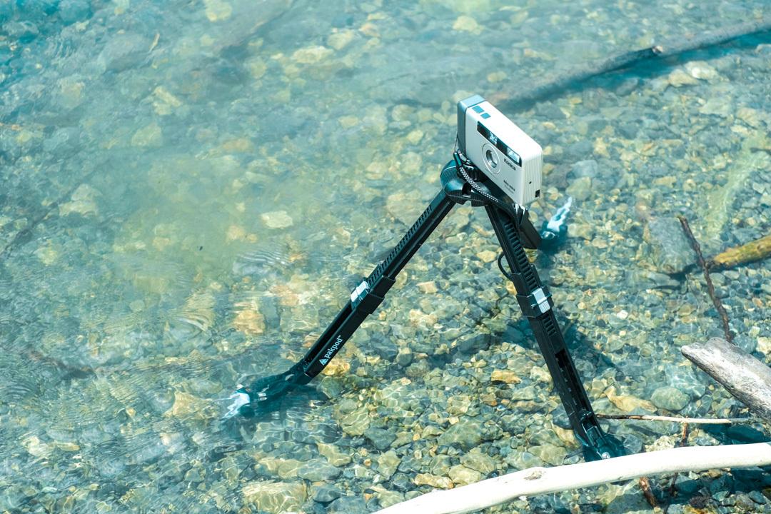 アウトドアと相性抜群! 軽量コンパクトでさまざまな使い方ができる防水三脚「Pakpod」を使ってみた