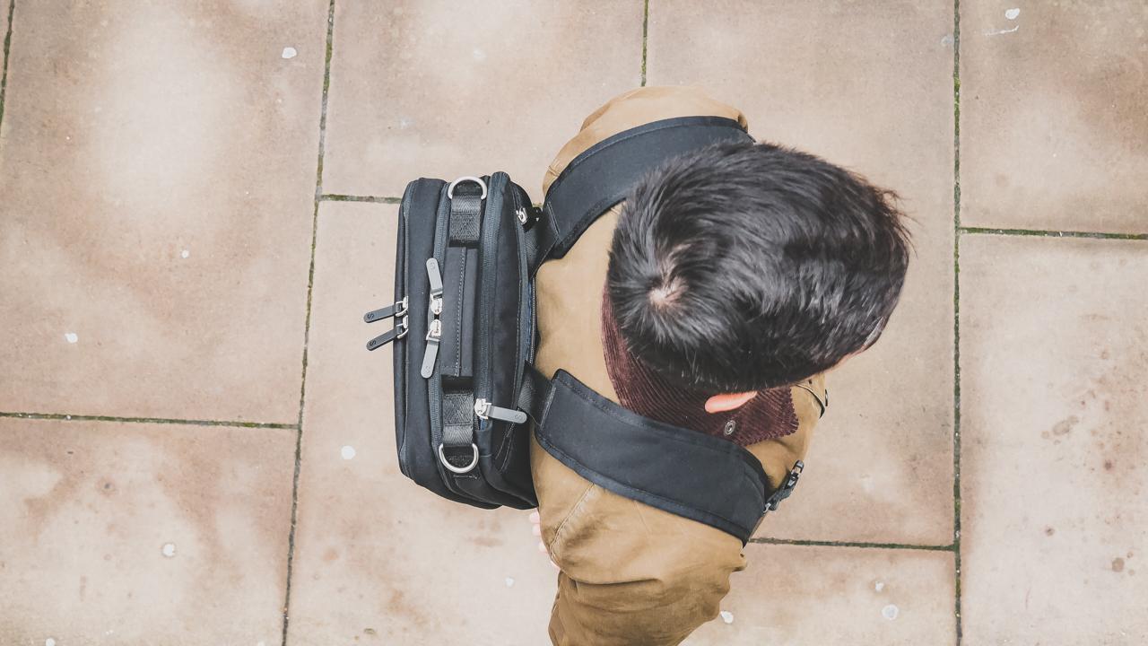 北欧ミニマルでシーンを選ばない! スリム3wayバッグ「Podium」があと1日で終了
