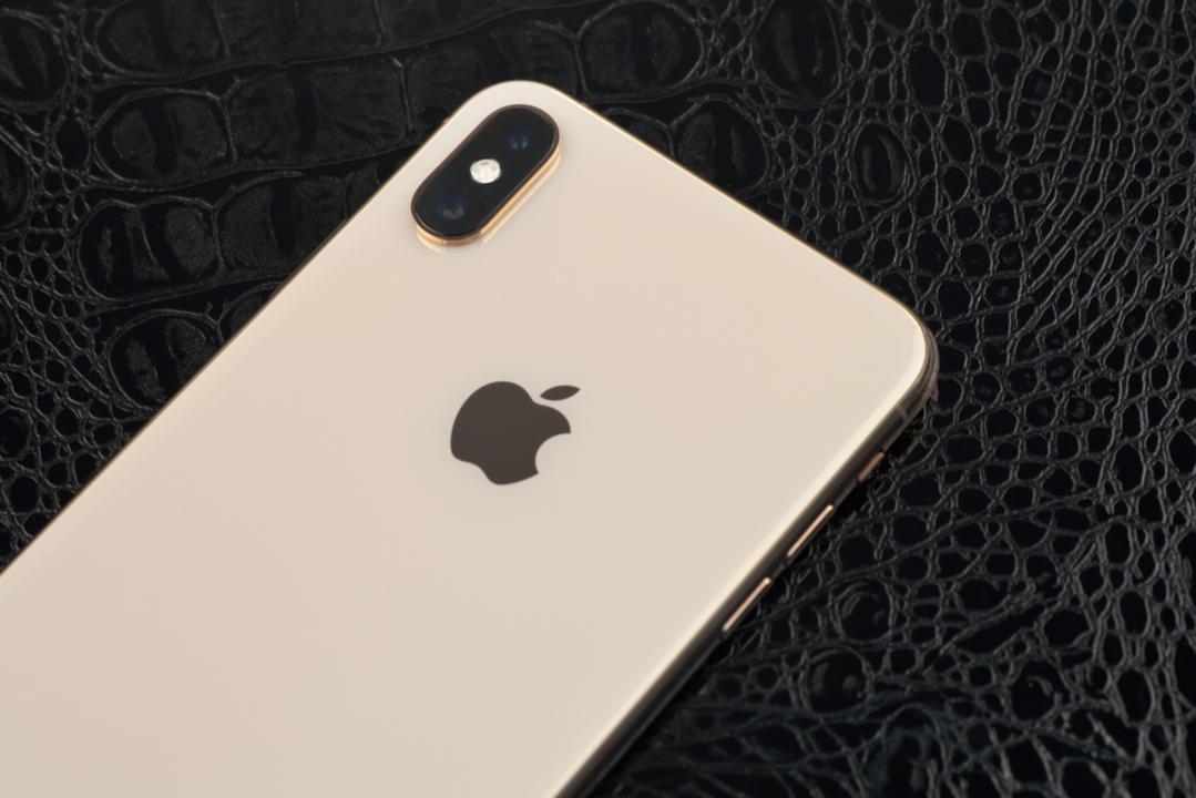 次期iPhoneの背面はマット仕上げで「iPhone」の文字がない…?