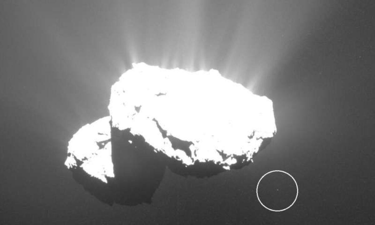 天体写真家が発見した「彗星の子」が儚くも美しい
