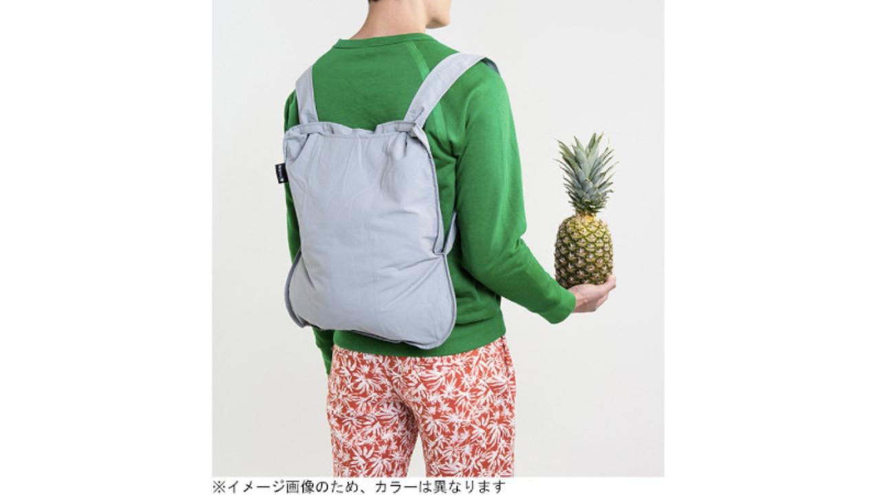 手持ちのエコバッグが瞬時にバックパックに変身。自転車での買い物が快適に