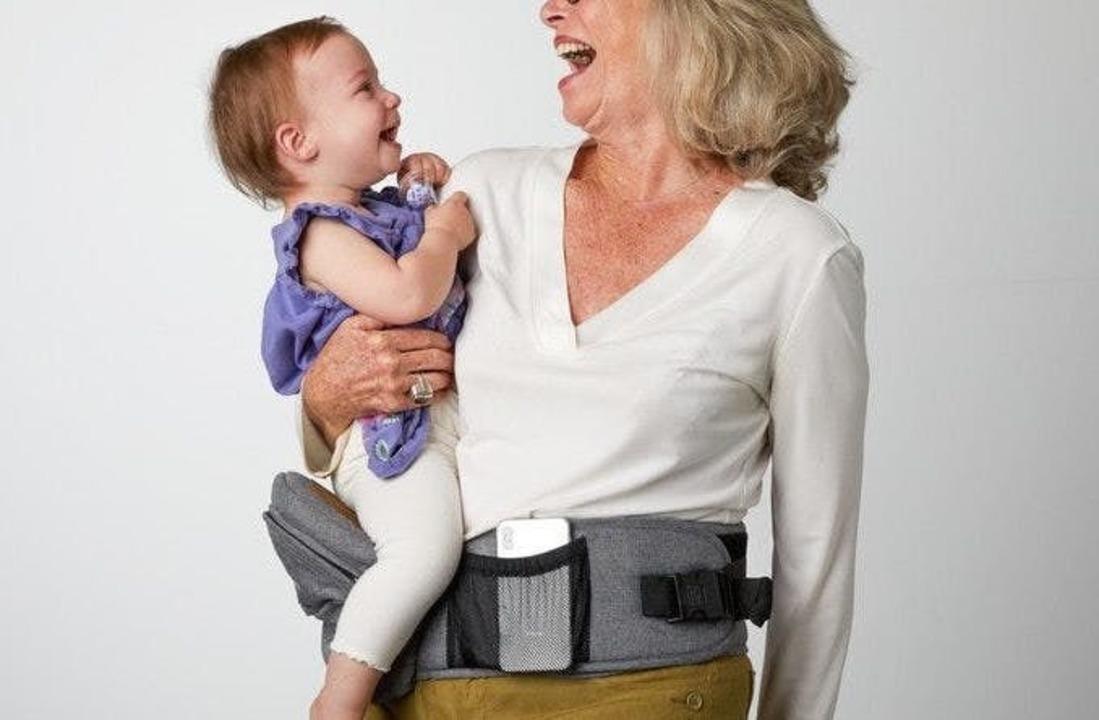 バッグとしての機能も魅力的! 子どもの抱っこが楽になるヒップシート「TushBaby」がまもなく終了