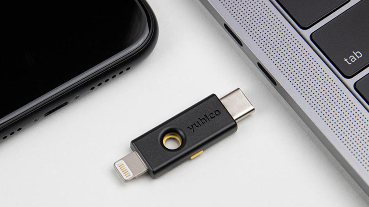 iPhoneにも挿せる物理セキュリティーキー登場。NFCやBluetooth版とどう違う?