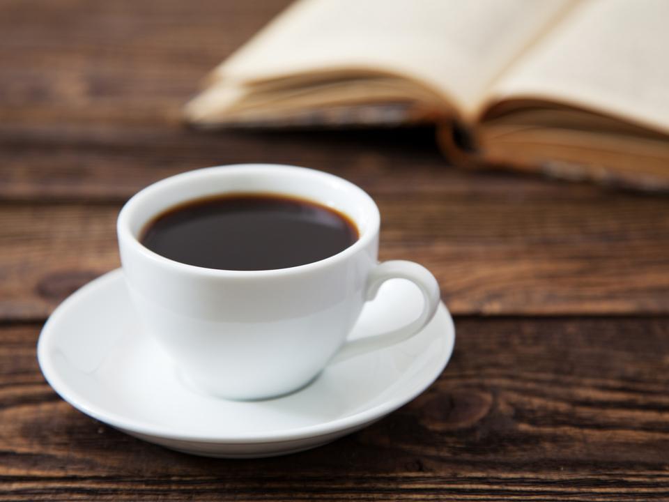 何杯飲んだら飲みすぎなの? コーヒーと偏頭痛の関係