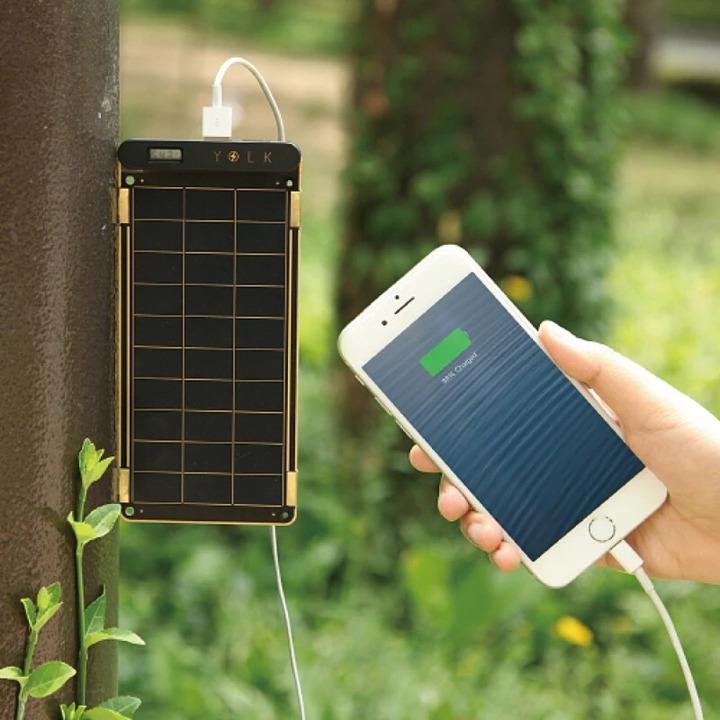 手軽に太陽光発電ができる! 非常時やアウトドアでも活躍する紙のような薄型ソーラーパネル