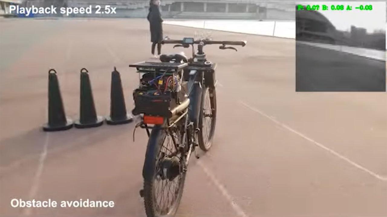幽霊じゃないよ。AI操縦でひとりでに走る自転車