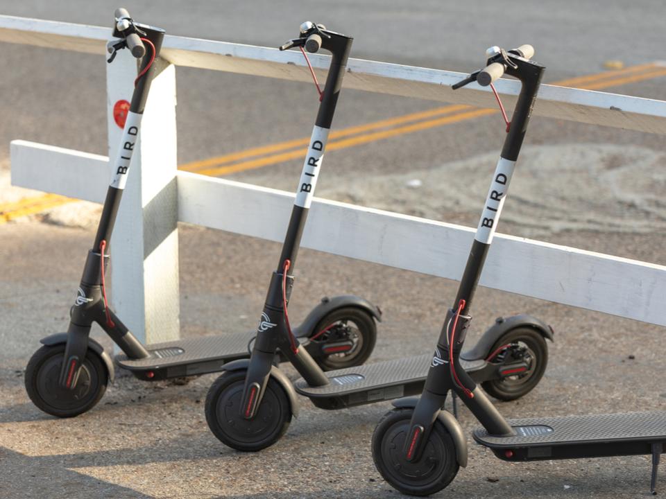 超大型ハリケーンが「スクーター竜巻」を発生させるかも? マイアミ市がシェアスクーターを撤去