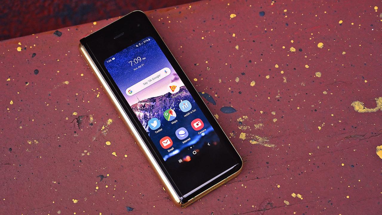 Samsung、ガラケー型の二つ折りスマホを開発中か?