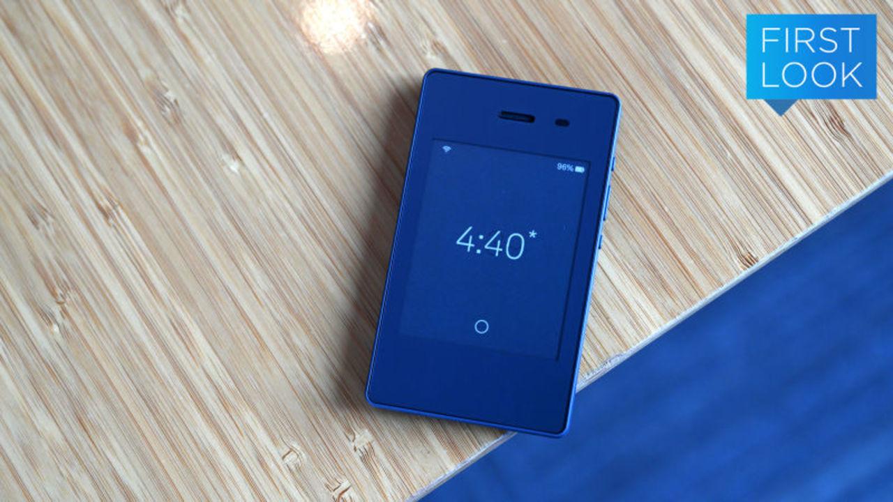 カードサイズスマホLight Phone2ハンズオン:つながっていることに疲れたひと向けスマホ