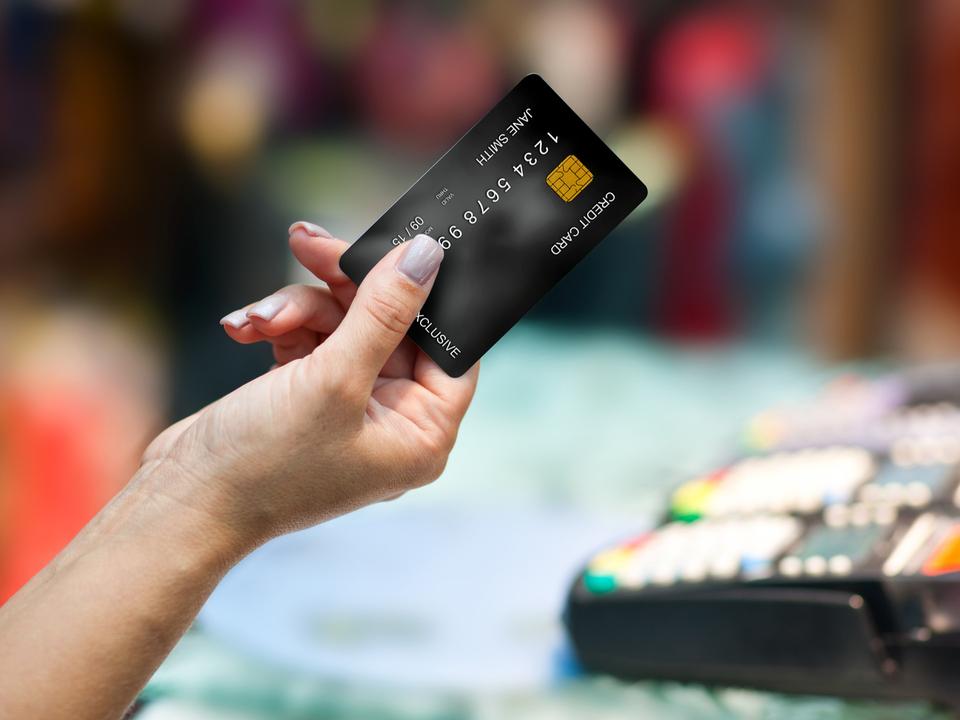 レジ店員が1300件ものクレカ情報を覚えて不正利用。Apple Card求む