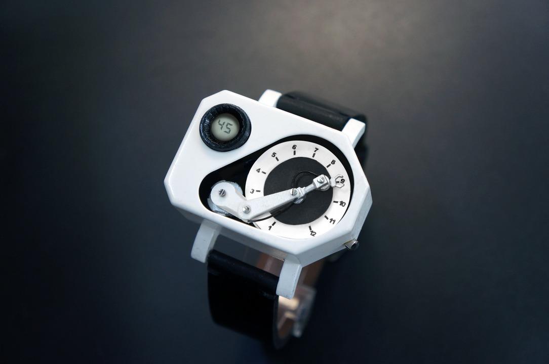 機械式といえば機械式? 産業ロボが時間を教えてくれる「ロボットアームウォッチ」が登場