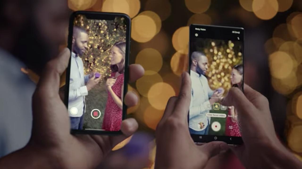 サムスンの新CMで「Galaxyならライブボケ調整録画ができるんだぜ」。iPhoneと並べて比較する