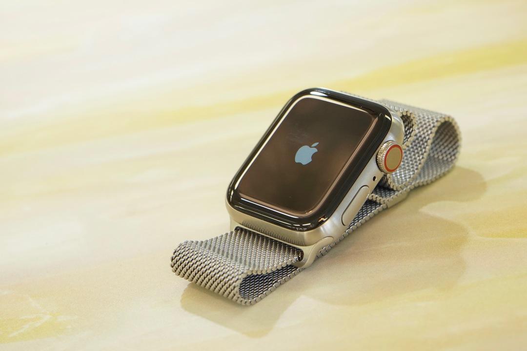 「Apple Watch Series 5 Edition チタニウムケース」アンボックス! この質感いいよ!