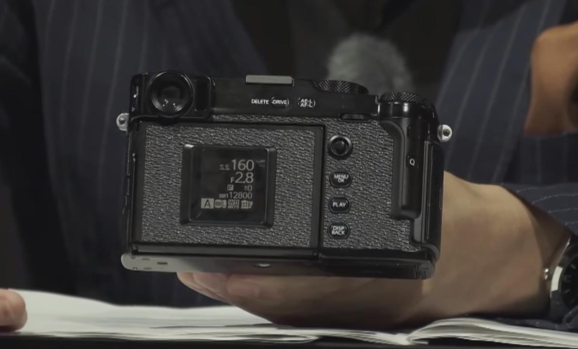 X-Pro3はなんと隠し液晶。富士フイルムが「そろそろ写真撮れ」と言っている