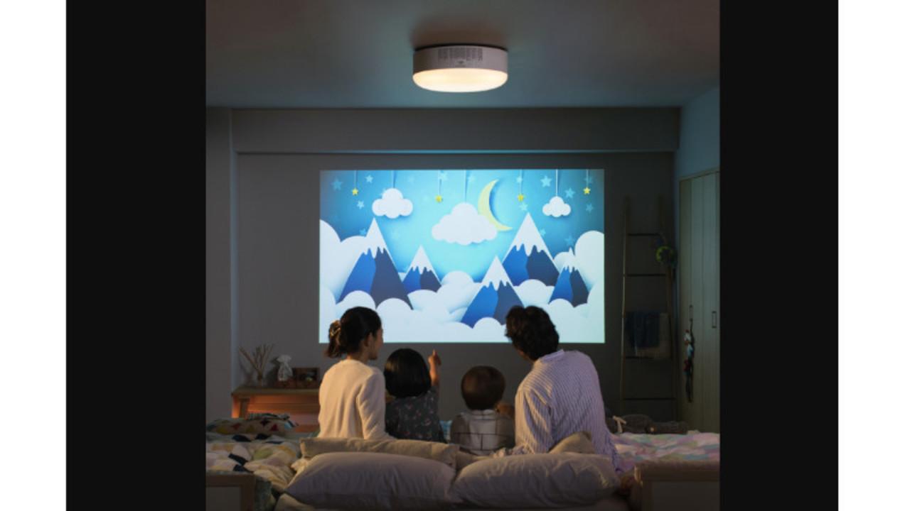 追加工事は不要! 自宅の壁を「エンタメを楽しむスクリーン」に変えるシーリングライト
