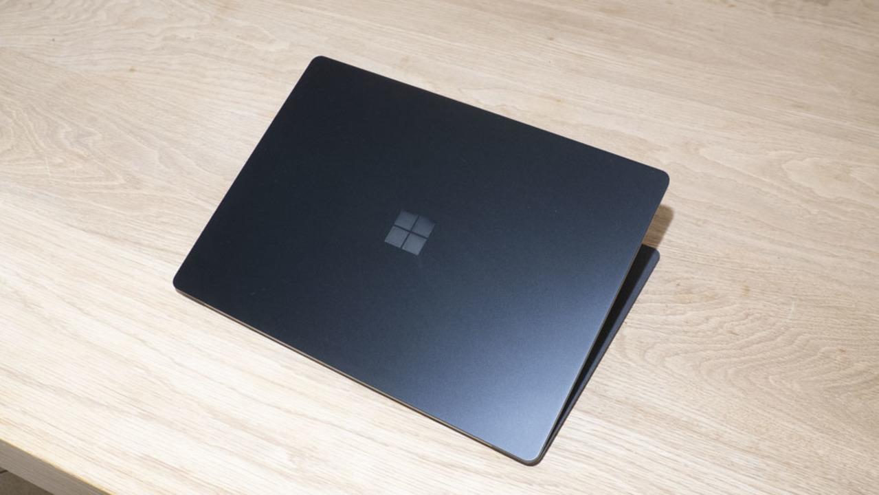 Surface Laptop次モデルに搭載されるのはAMDプロセッサ?
