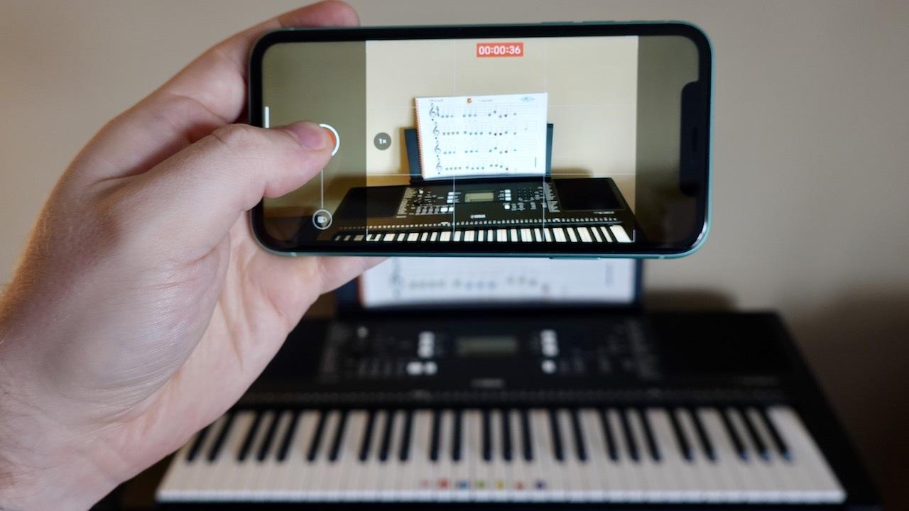 iPhone 11ウラ技:音楽かけっぱなしで動画が撮れます