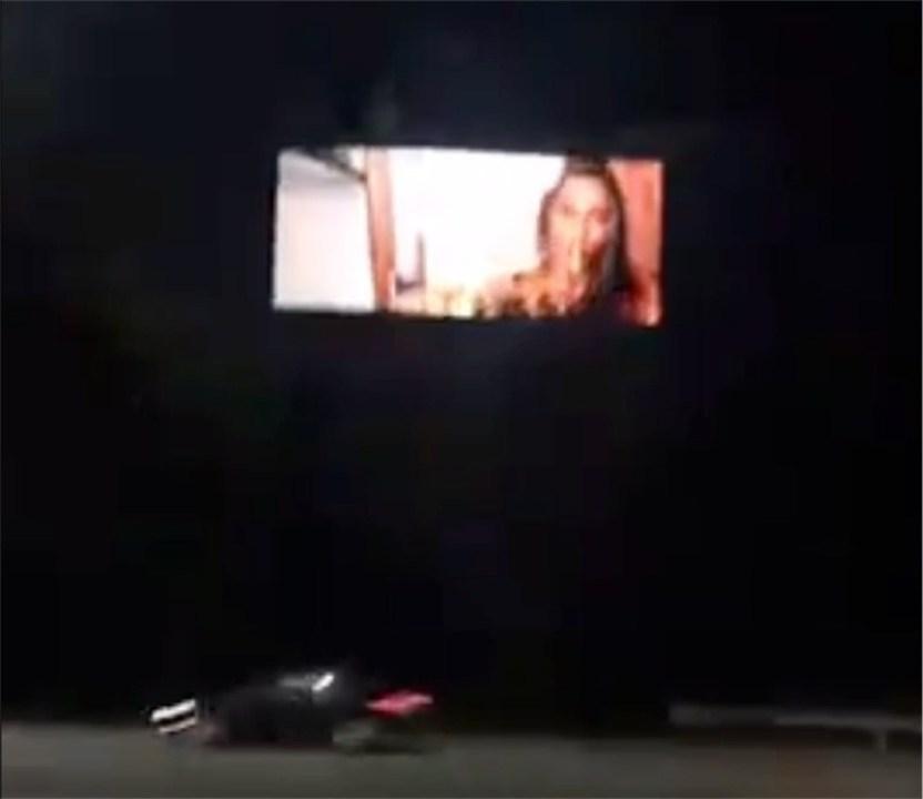ハイウェイの電光掲示板がハック→ムフフ動画が上映されてしまう