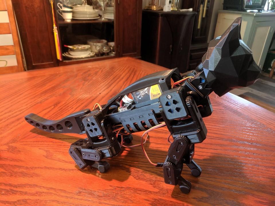 未来の世界の猫型ロボット「SmallKat」