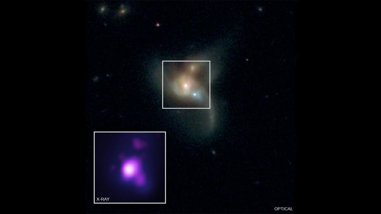 この巨大な3つのブラックホールたちは、いつの日か融合するだろう