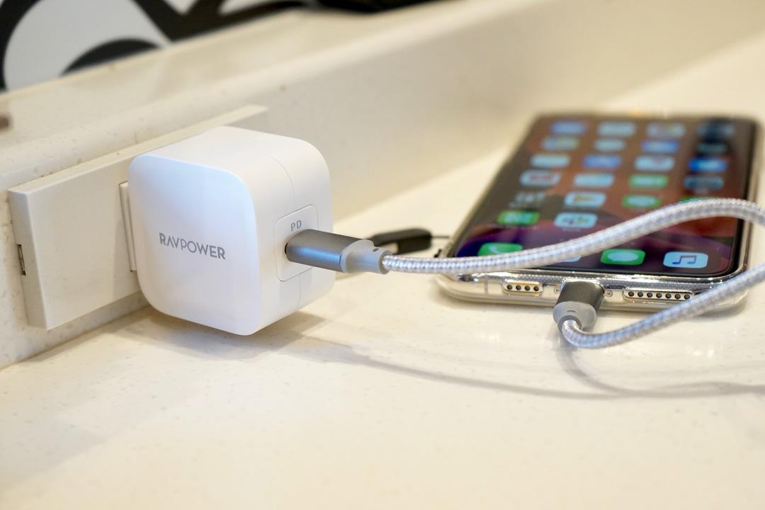 【読者限定で20%オフに】このフォルムが良い! 30Wの小型USB-C充電器RAVPower「RP-PC120」は外出時に手放せなくなる