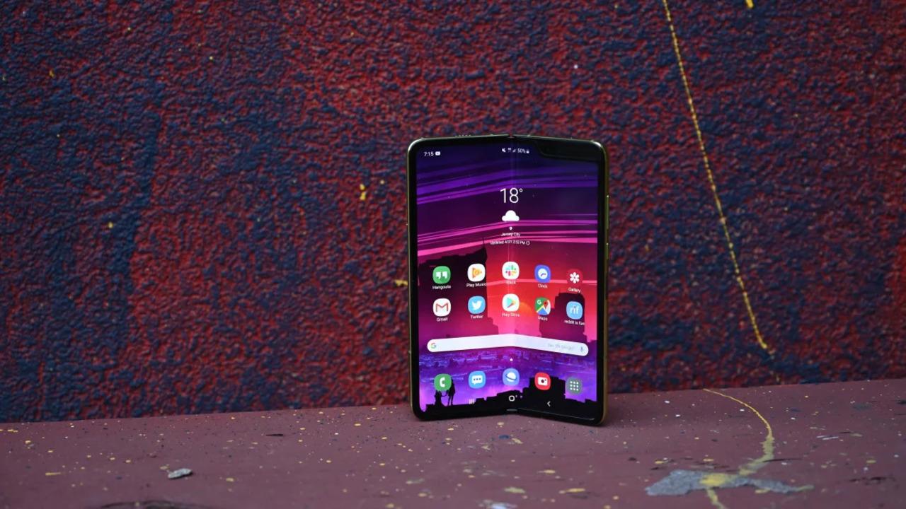 Galaxy Foldはメディアによる耐久テストによく耐えたんじゃなかろうか。折りたたみOLEDの未来は明るいんじゃない?