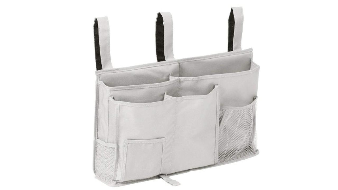 棚のないベッドに取り付けて、枕元に置きたい一式がスッキリ収納できるポケット