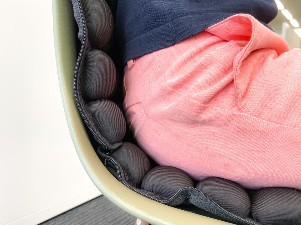 空気の力で圧力分散する「3Dクッション」は身体に優しく座り心地も上々だった