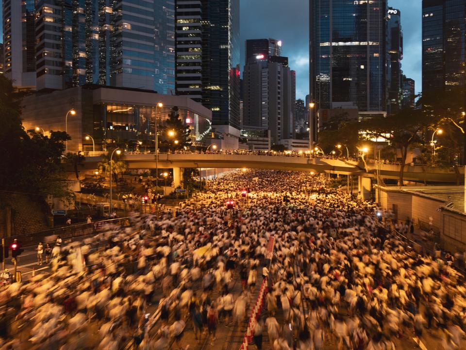 香港騒動を追っていたアプリ、中国のAppストアから削除…