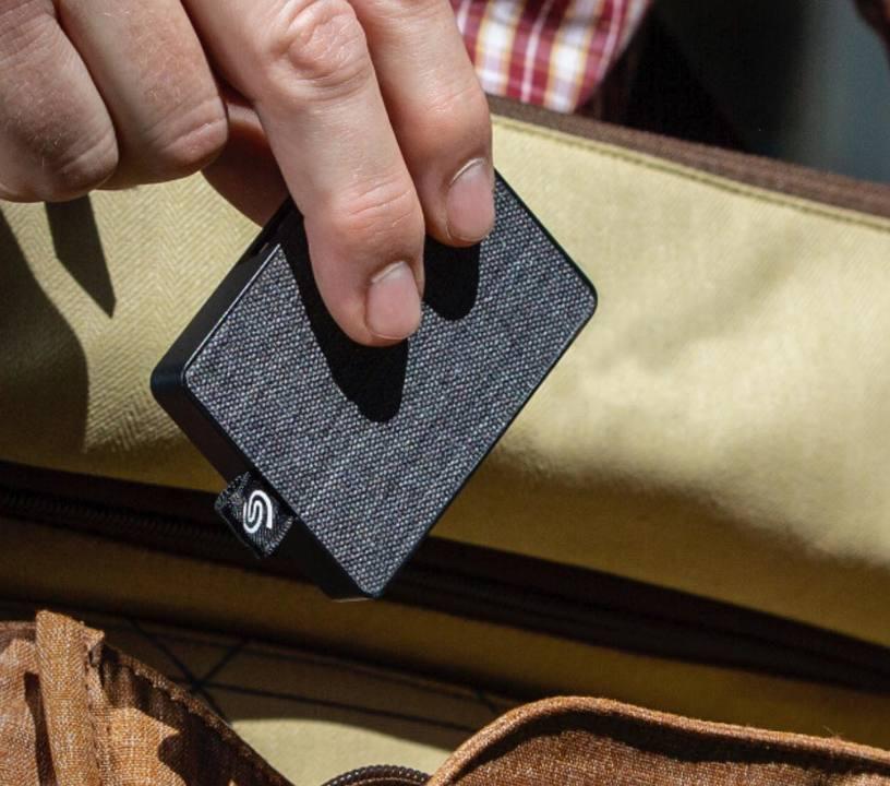 速くておしゃれなコイツに決めた! テキスタイルデザインの外付けSSD「One Touch SSD」