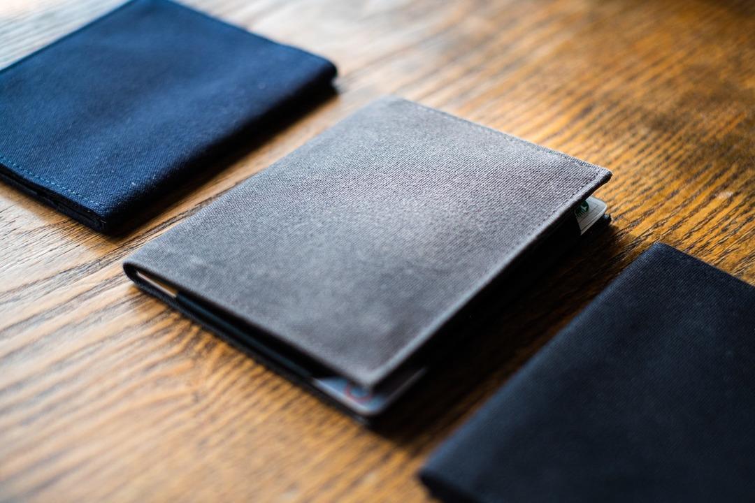 間もなく終了!カードや硬貨を入れてもかさばらない薄型財布「Tenuis3」