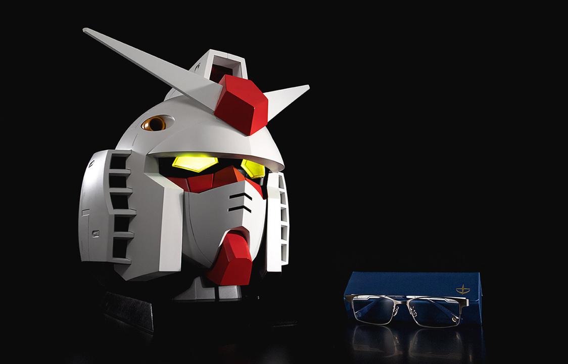 こいつ…光るぞ! メガネが6本しまえるガンダム頭部