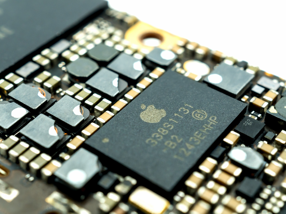 独自5Gモデム搭載iPhone、2022年にも登場する?