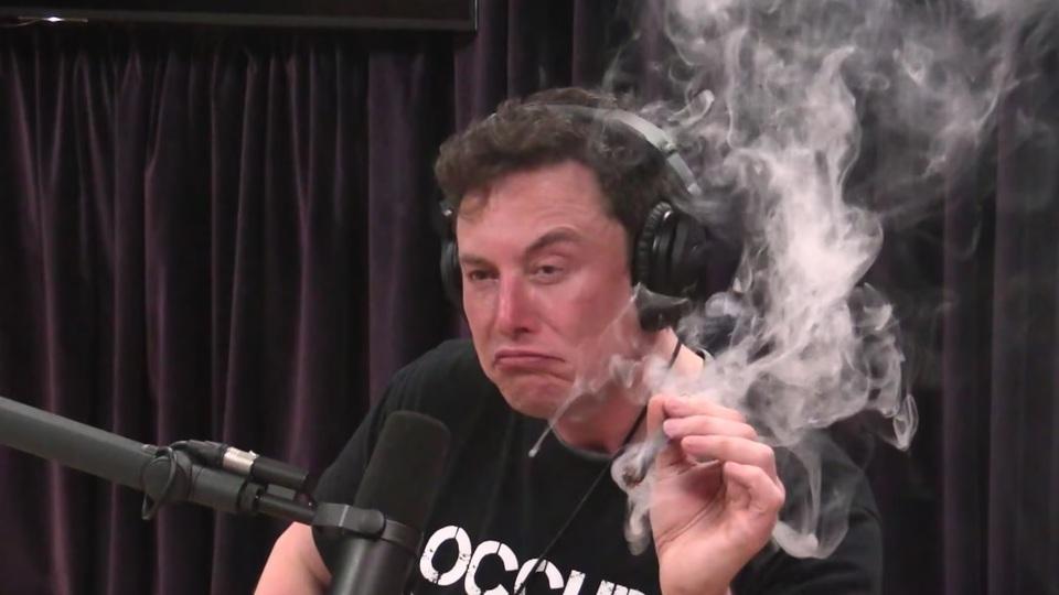 イーロン・マスクの大麻吸引、尻拭いになぜか税金500万ドル(約5.4億円)投入