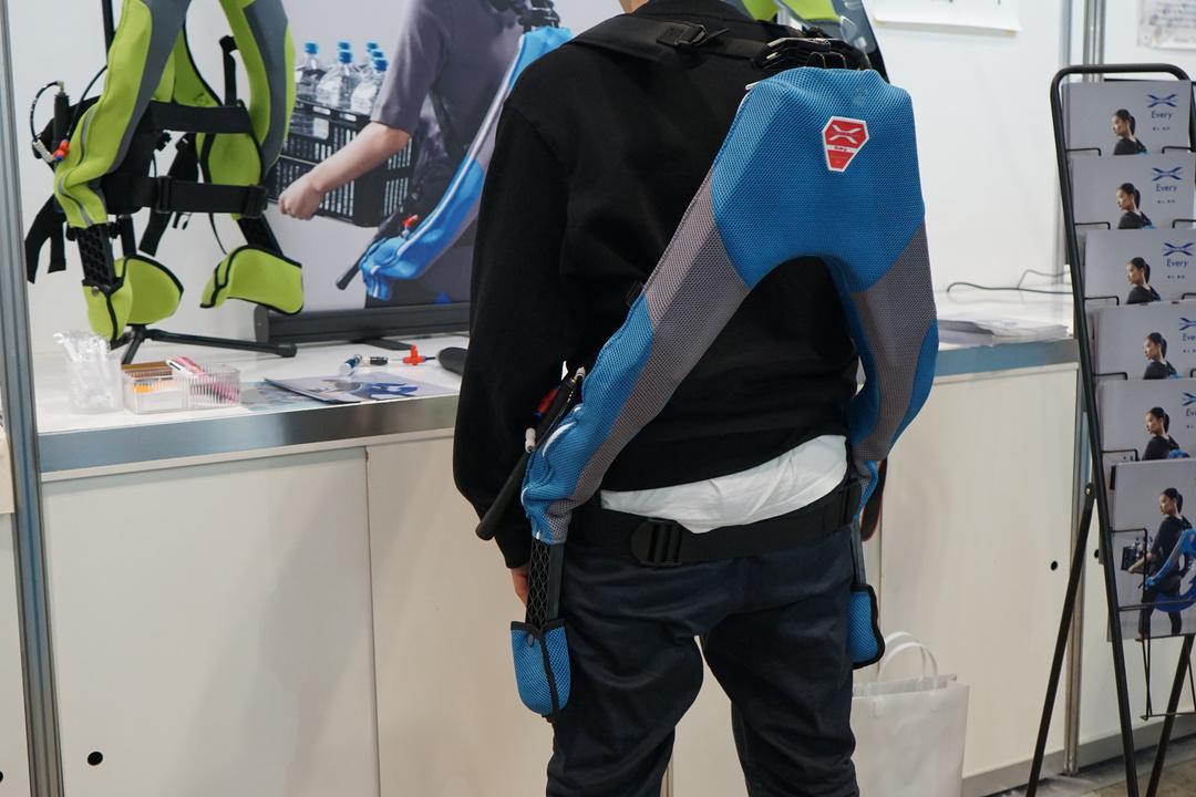 重い荷物もらくちん。Amazonでポチれるパワードスーツでマッスルパワーアップ! #CEATEC2019