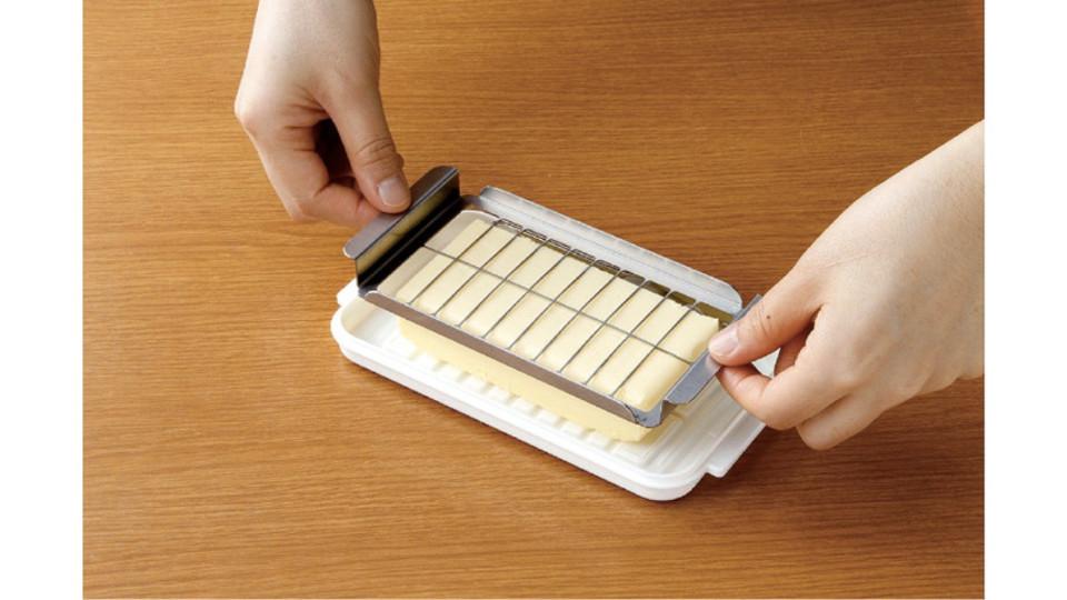 ひと押しでバターが一気に20個分けに! しかもそのままケースにもなる優れもの