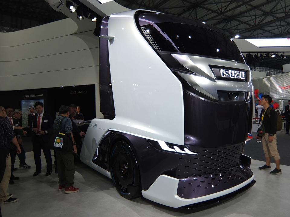これこれこれ〜〜〜! どっから乗り込むのかわからない未来のトラックがかっこいい #東京モーターショー2019