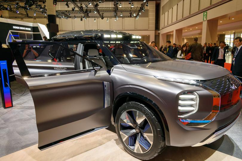 三菱のコンセプトカー。近未来的でかっこいいんだけど屋根の上のあれはなんだ? #東京モーターショウ2019