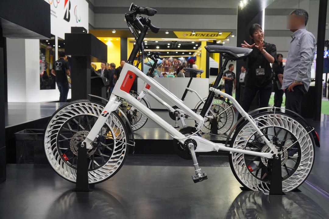 このまま売ってほしい。エアレスタイヤ自転車のコンセプトモデルは空気入れ不要で錆びるチェーンもない #東京モーターショー2019